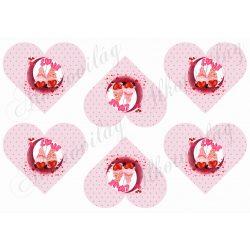 Valentin napi holdon ülő manópár pöttyös szíveken