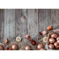 Húsvéti fotóháttér bronz tojásokkal, szalmavirággal fa deszkás háttéren termékfotózáshoz
