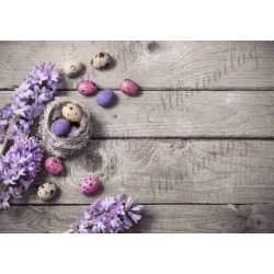 Húsvéti fotóháttér lila jácint tojásokkal fa deszkás háttéren termékfotózáshoz