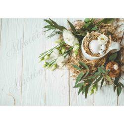Húsvéti fotóháttér liziantusszal, bögrében tojással fa deszkás háttéren termékfotózáshoz