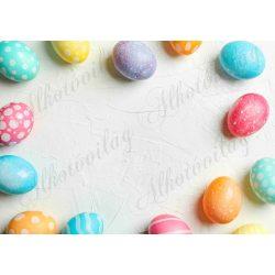 Húsvéti fotóháttér színes és pöttyös tojások keretet alkotva termékfotózáshoz