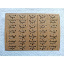 Varrható, mosható papír címke - KÉZZEL KÉSZÜLT SZERETETTEL felirattal - A5 méretű